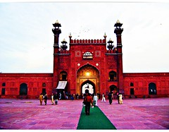 Badshahi masjid ((s@jj@d)~`~DiL~AwAiZ~`~ Back) Tags: pakistan light red sky white black colour green bird art love beautiful beauty birds lights asia pakistani lover lovely punjab syed past lahore masjid punjabi shah badshahimasjid shahiqila dil shahi qila mughal badshahi lahori sajjad panjab mughalart awaiz dilawaiz
