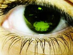 1 Eye (SwEeTcHy) Tags: pink iris macro reflection verde green eye canon ojo sad lashes metallic meg makeup rosa triste reflejo reflexions brillo maquillaje pupila pestañas beautifulphoto aplusphoto flickrestrellas flickrlovers fridayslyricalimagery flickrunitedaward