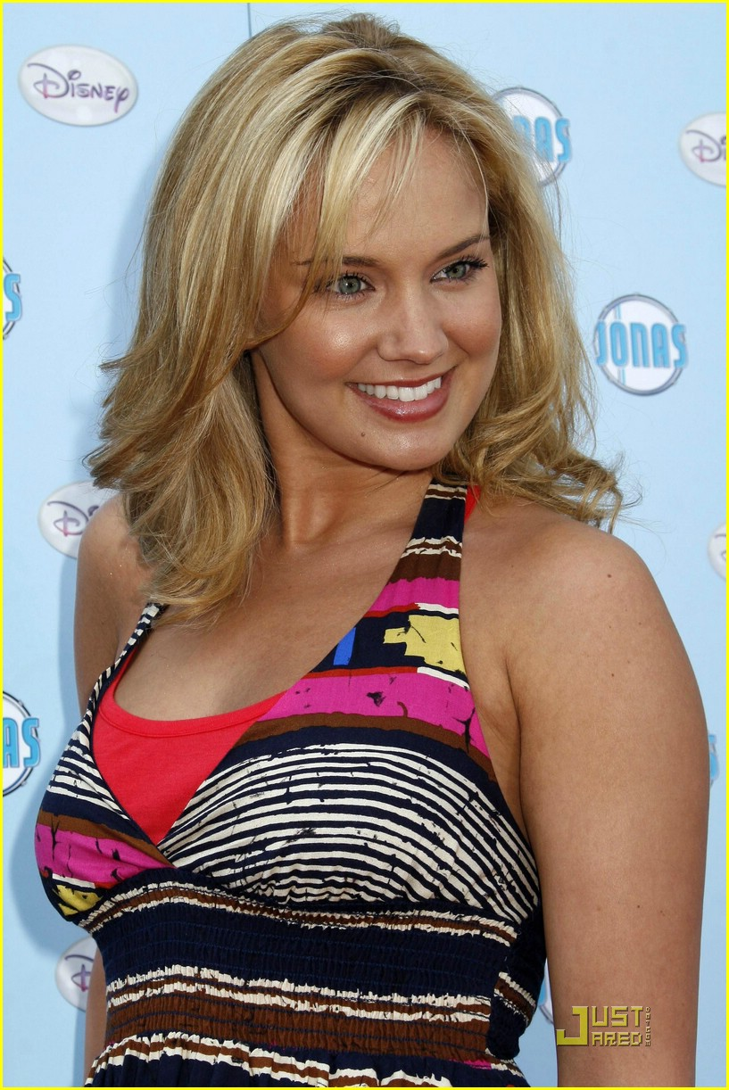 tiffany-thornton-brandon-smith-fashion-show-03