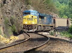 CSX northbound empty unit coal train near Erwin, Tennessee, July 2008 (alcomike43) Tags: railroad train diesel engine locomotive ge erwin csx scurve dieselelectriclocomotive clinchfield weldedrail erwintennessee clinchfieldrailroad emptyunitcoaltrain