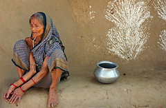 Orissa_9887_small (Olderhvit) Tags: travel portrait woman india canon 350d streetportrait orissa indien resor streetshot porträtt travelphotography resefoto indiastreetphotography olderhvit flickrtravelaward