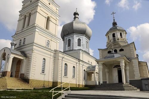 culmea credintei : 2 biserici una langa alta !