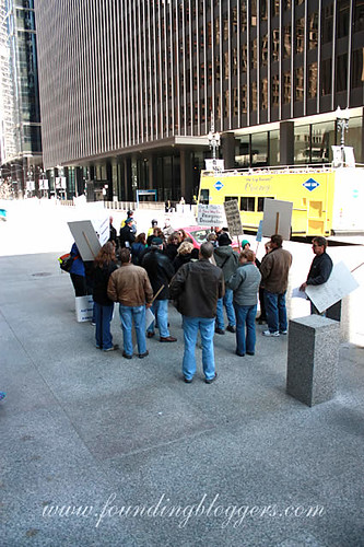Tens Of Protesters Rally For Bank Nationalization In Chicago – A New Way Forward!