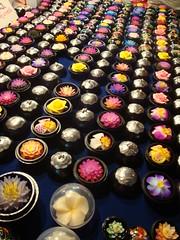 Many Flower-shaped Soaps on the table at Chiang Mai Night Bazaar สบู่รูปดอกไม้ที่เชียงใหม่ไนท์บาร์ซ่า