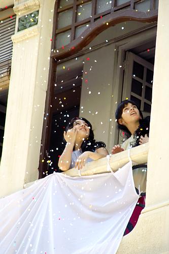 confetti-girls