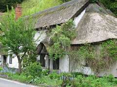 Pangbourne, Berkshire UK (Mic V.) Tags: uk roof england house thames river britain united riviere great cottage kingdom thatch maison toit berkshire fleuve pangbourne chaume tamise