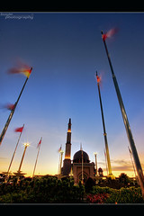 Photographing Masjid Putra (buyie - think and shoot !) Tags: camera canon muslim islam prayer sigma mosque muslimah malaysia putrajaya awan 1020 masjid alam sigma1020mm cantik jakim fitrah 40d masjidputra flickraward hdraward