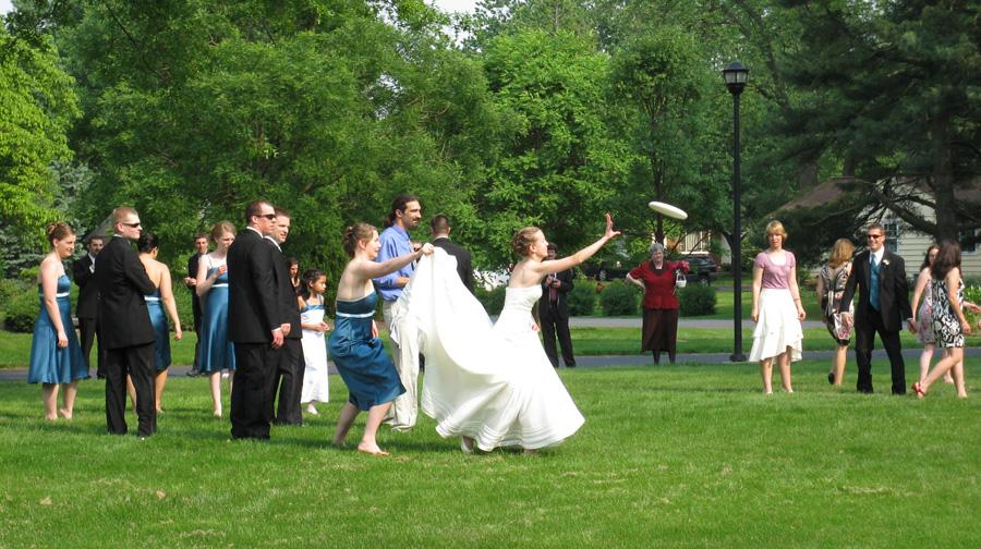 Wedding Frisbee!
