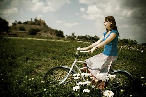 フリー画像| 人物写真| 女性ポートレイト| 白人女性| 自転車|       フリー素材|