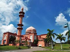 Masjid UMS@Kota Kinabalu (sam4605) Tags: sky architecture muslim islam religion bluesky olympus mosque malaysia kotakinabalu e1 sabah kota masjid solat ums zd 1445mm sabahborneo zikrullah subahanallah sam4605