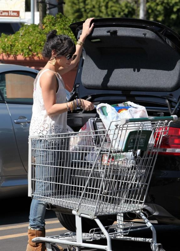 vanessa-hudgens-grocery-girl-02