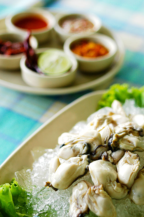Raw oysters and sides, Baan Itsara, a seafood restaurant in Hua Hin