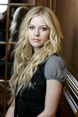 Avril Lavigne (Alcnzlatanloveavrilramonalavigne) Tags: canadian singer blonde stripey curlyhair wavy striped waistcoat avrillavigne rockchick sum41 skaterpunk avrilchina letgo2002 undermyskin2004 deryckwhibleymarriedto