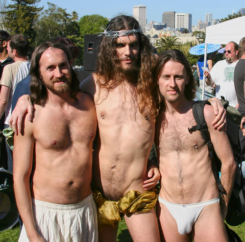 Is that Russell Brand in the middle?