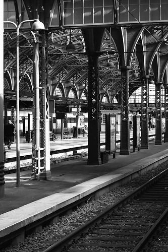 Travelers waiting (by Hamsteren)