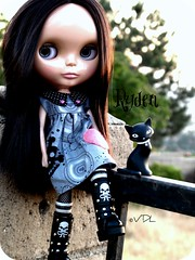 The girl with the cat eyes (Voodoolady ) Tags: dark skull boots gothic blythe lm ryden ebl bhc lovemission buttonarcade emilystrangecat