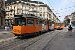 Elettromotrice 4905 svolta in Via Orefici (Andrea Zaratin) Tags: 3 milano tram via piazza duomo 4900 atm 4905 tpl cordusio orefici gratosoglio