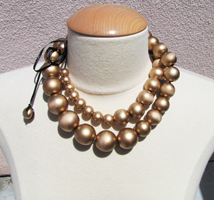 gold-baubles-necklace