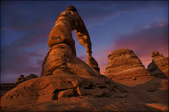 delicate arch - arches national park utah (Dan Anderson (dead camera, RIP)) Tags: sunset usa southwest utah nationalpark desert moab redrock archesnationalpark delicatearch desertsunset delicatearchhike delicatearchtrailhead