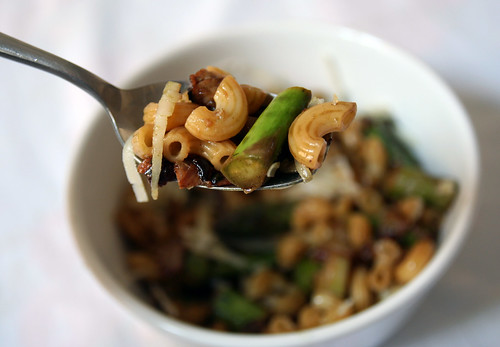 steirische pasta mit grünem spargel oder auch kürbiskernöl-spargel-nudeln