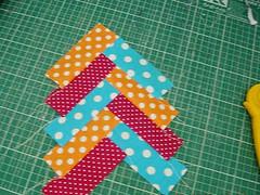 054 (super_ziper) Tags: flowers flores diy quilt sewing flor steps craft sew super bolinhas fabric patch dots patchwork tutorial pap maquina tecido ziper costura iniciantes passoapasso façavocêmesmo superziper divania