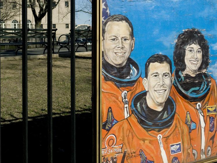 astronaut split