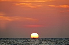 sundown fishing (jobarracuda) Tags: sunset sea sun silhouette lumix fisherman sundown philippines dagat pilipinas pangasinan fz50 araw dapithapon dasol mangingisda panasoniclumixdmcfz50 jobarracuda jojopensica tambobong