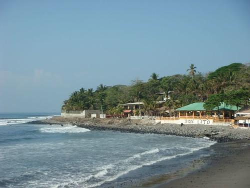 Playa La Libertad, El Salvador.