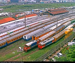 BB 306XX And BB 304XX be in action at Jakarta Kota Wagonshed in the afternoon (Bang Ricki VanDirjo Sepur44) Tags: afternoon action jakarta be and bb kota wagonshed 306xx 304xx