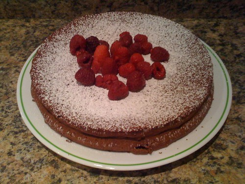 Flourless chocolate cake w/raspberries