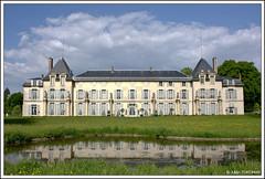 Chteau de Malmaison (neoweb001 | www.julientordjman.fr) Tags: blue sky cloud paris france reflection green castle water canon eau vert bleu reflet ciel reflect chateau nuage 2009 rueilmalmaison 450d julientordjman