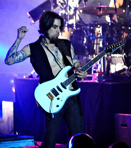 20090609 - Jane's Addiction - Dave Navarro (playing guitar) - (by Elizabeth Bouras) - 3615977252_69b05c14ca_o