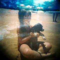 souvenirs de l'été (gleicebueno) Tags: family friends summer dog praia beach familia children holga friendship doubleexposure amizade crianças espiritosanto verao manguinhos