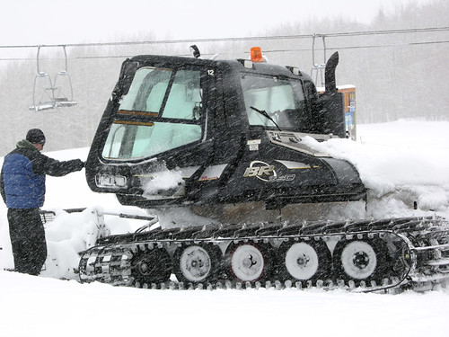 Prinoth BR 350 Snowcat on passenger duty