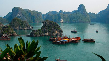 cruise on Halong bay by Indochina Sails by you.