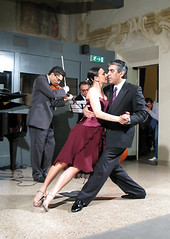 Anna Maria Ferrara ed Osvaldo Roldan (rogimmi) Tags: italia tango piacenza ballo tangoargentino argentino milonga ballerini osvaldoroldan annamariaferrara