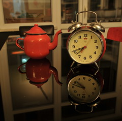 clock and tea (silwer star) Tags: morning red reflection clock table tea good save ring cofee engin 730 ipci 3sc enginipci