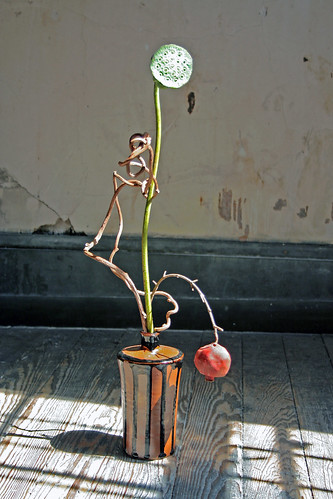 Simple ikebana with lotus pod