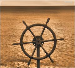 Alla via così...... Un Oceano di Sogni (clik_emotion( edificatore di emozioni )) Tags: nuvole mare natura cielo viaggi mondi oceano stelle sogni porti rotte navigazione ultimateshot orizonti timonenave