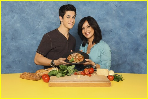 david-henrie-pamper-mom-05