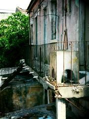 Abandoned house (creativeflip) Tags: lisboa velha abandonada vivenda bid lavaroupa palmadecima