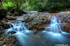 Jeram Mengaji (2121studio) Tags: world wet rock photo waterfall mas rainforest photographer image top dr air d70s best malaysia paintingwithlight malaysian mata hdr batu dara kuantan pahang mak hutan allah jeram seni terjun swt klik basah  nenek lukisan karya empat jernih lubuk ciptaan tukul mengalir karyaseni kelablensanegerikelantan naturealikuantan senikarya artartworkmelayu0139342121 jerammengaji naturephotocamp2009 alamindah malaysia2121studionikond70snikoniantravelkembara explorationdiscoveryxpdc