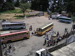 bus terminal in bright sunshine at noon (Winfried Veil) Tags: india bus buses sunshine busse veil busstop indien bushaltestelle tamilnadu winfried kodaikanal busterminal sonnenschein busbahnhof busstand mobilew winfriedveil