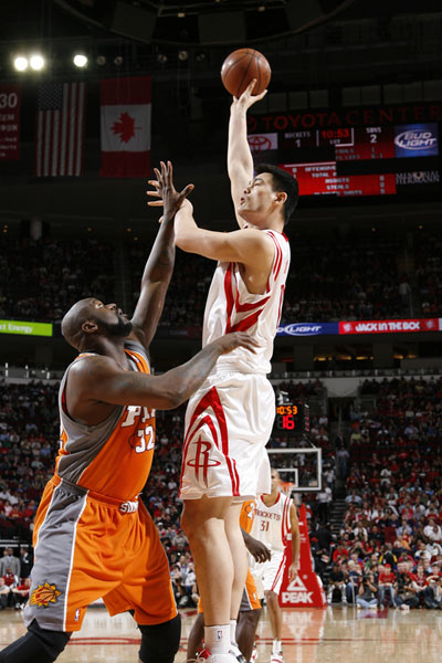 Yao Ming Shoots A Sky Hook Over Shaq Friday Night In A