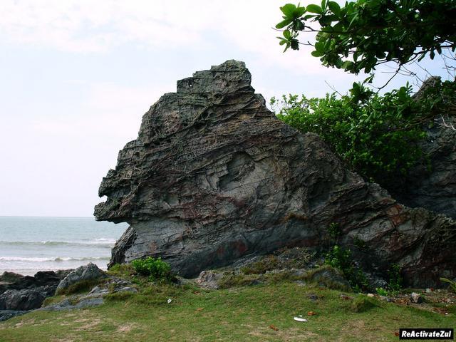 Batu-Layar-yg-berbtk-layar-kapal