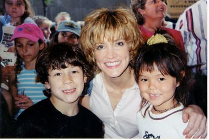 Nick Jonas, Crystal Bernard and Maya Kibble - Broadway 2001  nicholasjonasbroadway.jimdo.com