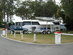 Un camping-car version XXL  Jacobs Well (pencroff) Tags: voyage travel vacances holidays australia queensland camper motorhome campervan australie jacobswell caravanpark campingcar