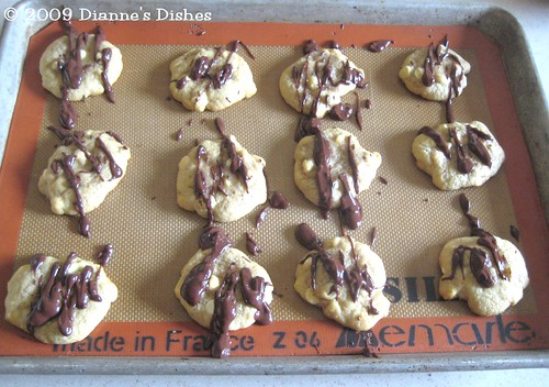 White Chocolate Drizzle Cookies: Drizzled