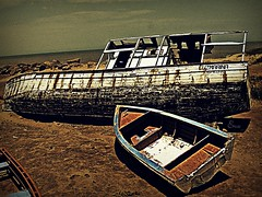 La Caida de Luz Marina (Eru!!) Tags: beach boat ruins barca barco ship venezuela playa arena ruinas falcon balsa casco bote naufragio histrico eru erune