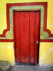 red door and stone (msdonnalee) Tags: door red rot rouge rojo puerta  entrance reddoor vermelho porta entrada portal rosso tr entries entry entree  woodendoor 10faves ifyouseeredshootit puertaroja colourartaward artofimages bestcapturesaoi photosbydonnacleveland